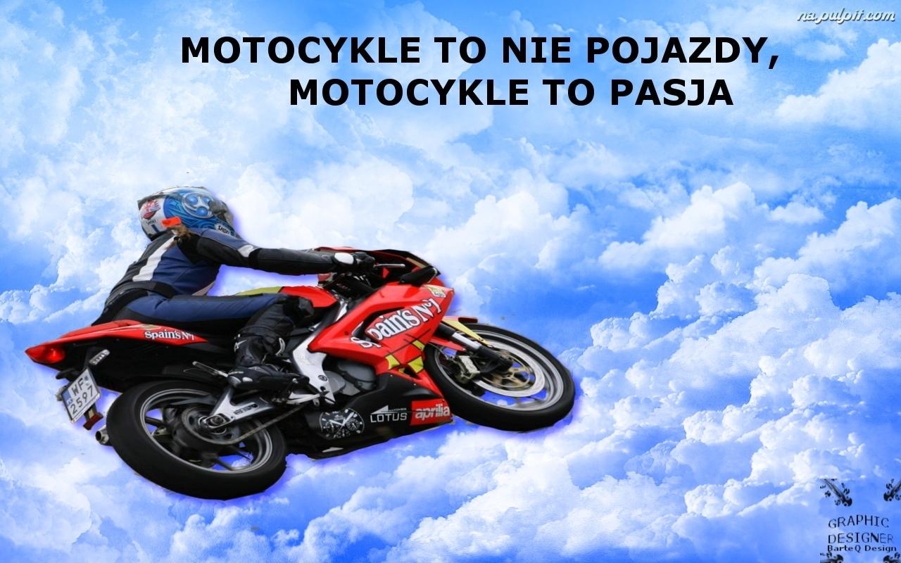 Napis  Motocykl  Chmury